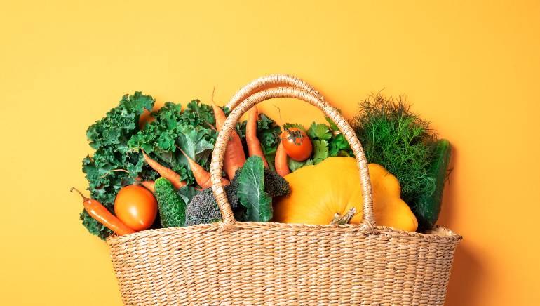100% फल और सब्जियों वाला आहार आपकी हेल्थ के लिए बहुत ज्यादा फायदेमंद है। चित्र : शटरस्टॉक