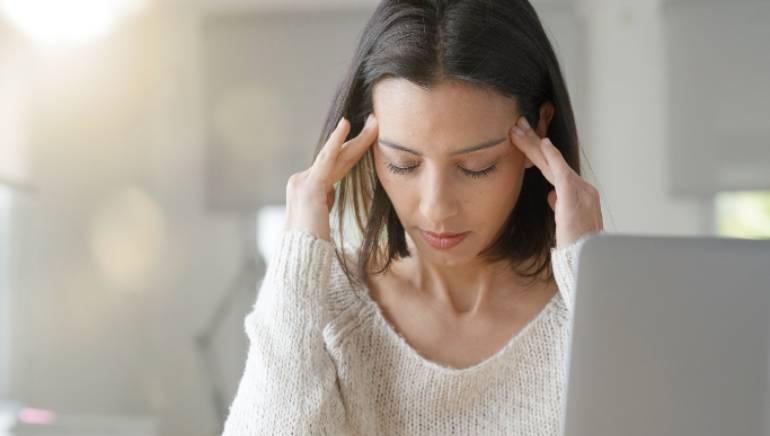 सिर दर्द का निवारण। चित्र: शटरस्टॉक