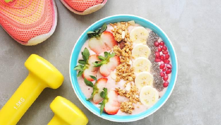 सकाळी फळांचे सेवन करणे आपल्या आरोग्यासाठी फायदेशीर आहे.  प्रतिमा: शटरस्टॉक