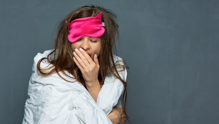 आंखों को कमजोर करने वाली इन आदतों को आज ही बदल डालें। चित्र-  शटरस्टॉक