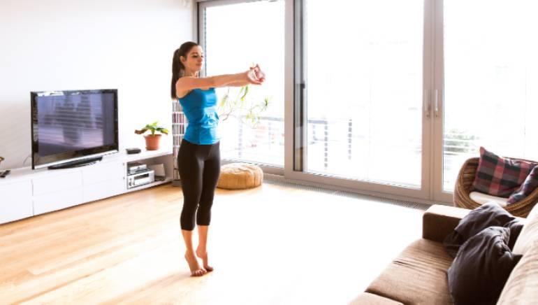 वर्क फ्रॉम होम आपके शरीर को स्टिफ बना रहा है? ये 8 स्ट्रेचेस दिलाएंगे मांसपेशियों के दर्द से छुटकारा