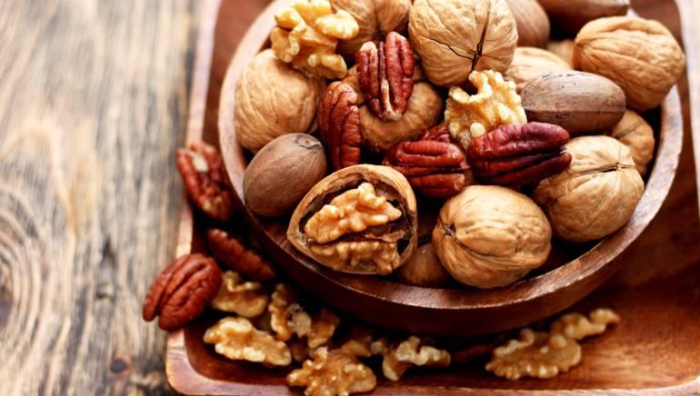अगर आप शाकाहारी हैं तो नट्स आपको बचाएगा अल्जाइमर से। चित्र: शटरस्टॉक