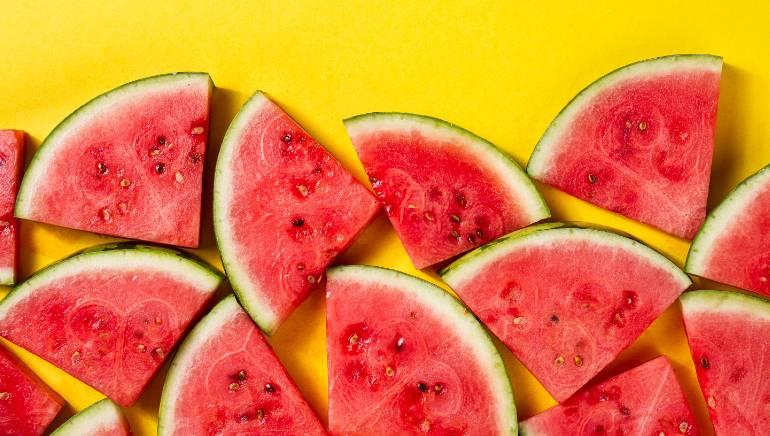 टरबूज खाल्ल्याने रक्तातील साखरेच्या पातळीत वाढ होऊ शकते.  चित्र: शटरस्टॉक