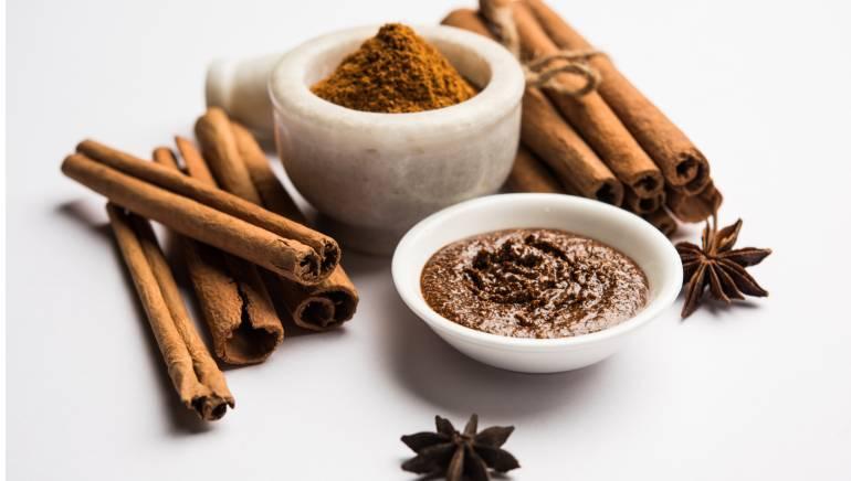स्वादिष्ट दालचीनी ला सकती है आपकी त्वचा में निखार, जानिए इसके प्रयोग के 5 अद्भुत तरीके
