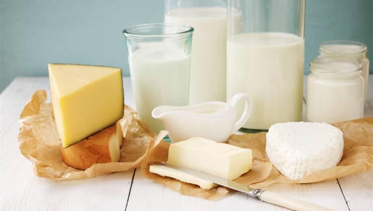 दूध, दही और चीज में विटामिन डी मौजूद होता है। चित्र: शटरस्टॉक