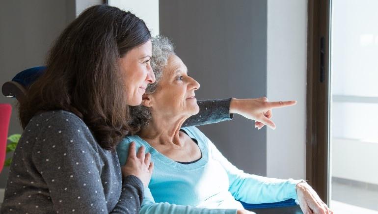 आपल्या आईला योग्य आहार आणि व्यायाम घेण्याचा सल्ला द्या.  प्रतिमा: शटरस्टॉक