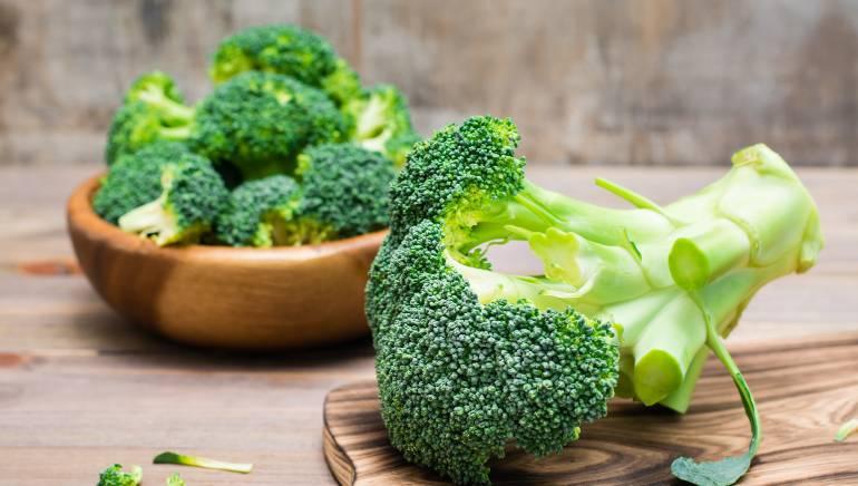 हरी सब्जियां हाइपरथायराइडिज्म में नुकसानदायक हो सकती हैं। चित्र: शटरस्टॉक
