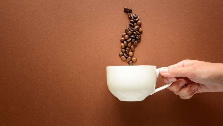 अगर आपकी मम्मी को कॉफी की आदत है तो उन्हें ये लेख जरूर पढ़वाएं। चित्र: शटरस्टॉक