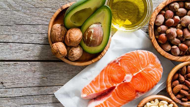 आपल्या आहारात निरोगी चरबी घाला.  प्रतिमा: शटरस्टॉक