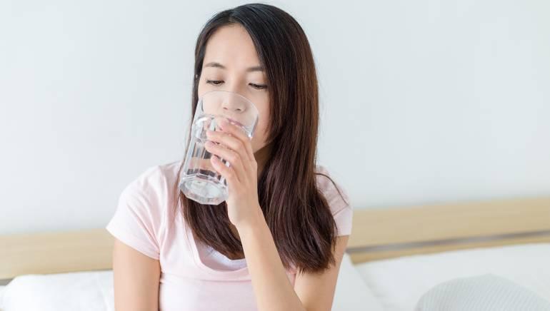 सर्दियों के मौसम में भी आपके शरीर को पानी की जरूरत होती है। चित्र: शटरस्टॉक