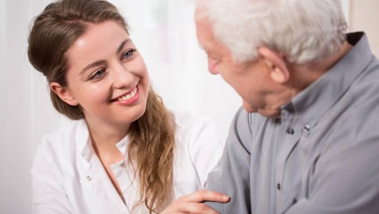 निस्वार्थ सेवा आपको बनाती है ज्यादा बेहतर इंसान, जानिए दूसरों की मदद करने के मानसिक स्वास्थ्य लाभ