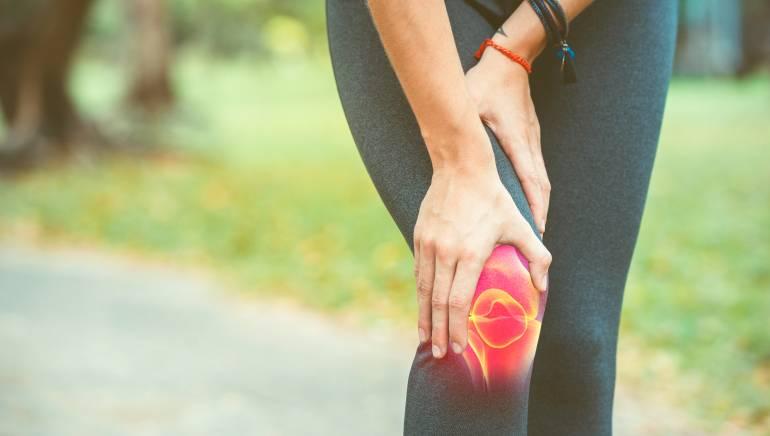 इससे घुटनों व जोड़ों में दर्द से राहत पाने में मदद मिल सकती है। चित्र- शटरस्टॉक।