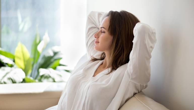 योगासन शरीराशी मनाला संतुलित देखील करते.  चित्र: शटरस्टॉक