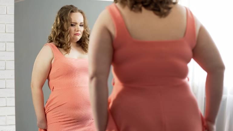 मोटापा आपकी मेंटल हेल्थ को भी करता है प्रभावित, हम समझाते हैं इन दोनों का कनैक्शन