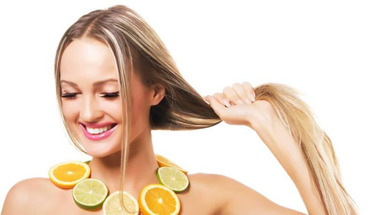 बालों को सुंदर, शाइनी और मजबूत बनाना है, तो नींबू के रस का करें इस्तेमाल, जानिए कैसे
