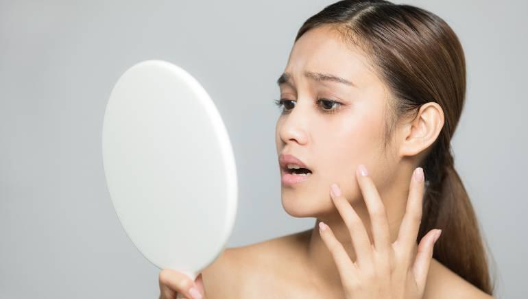 आपके सोने का तरीका भी करता है आपकी त्वचा को प्रभावित, हम बता रहे हैं कैसे