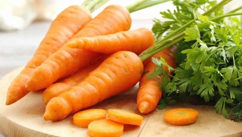 सकाळी गाजराचा रस पिणे आरोग्यासाठी चांगले आहे. चित्र- शटरस्टॉक.