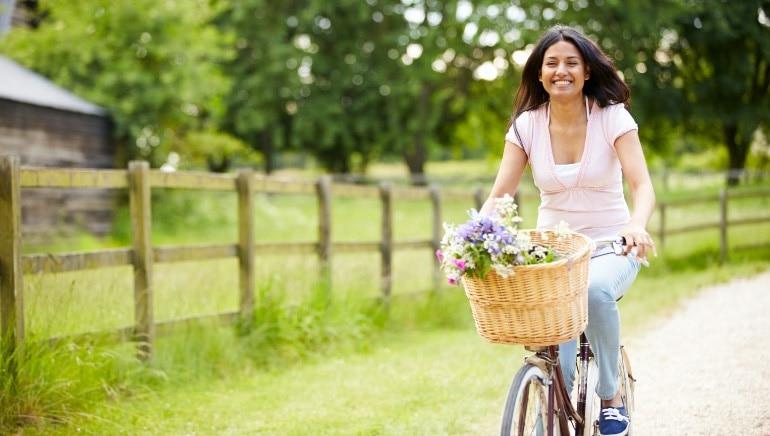 साइकलिंग एक बेहतरीन एक्सरसाइज है। चित्र: शटरस्टॉक