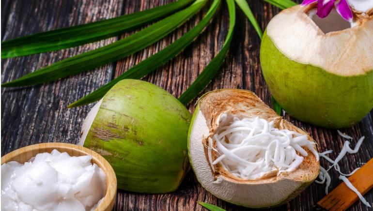 नारळ साखर नारळाच्या झाडाच्या सालातून बनविली जाते.  चित्र- शटरस्टॉक.