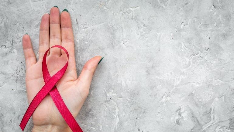 एड्सबद्दलच्या या तथ्यांविषयी आपल्याला माहिती असणे आवश्यक आहे.  चित्र: शटरस्टॉक