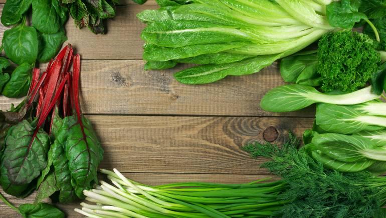 हिरव्या पालेभाज्यांमध्ये मॅग्नेशियम आणि व्हिटॅमिन-के समृद्ध असते, जे यकृतासाठी फायदेशीर असते.  चित्र: शटरस्टॉक