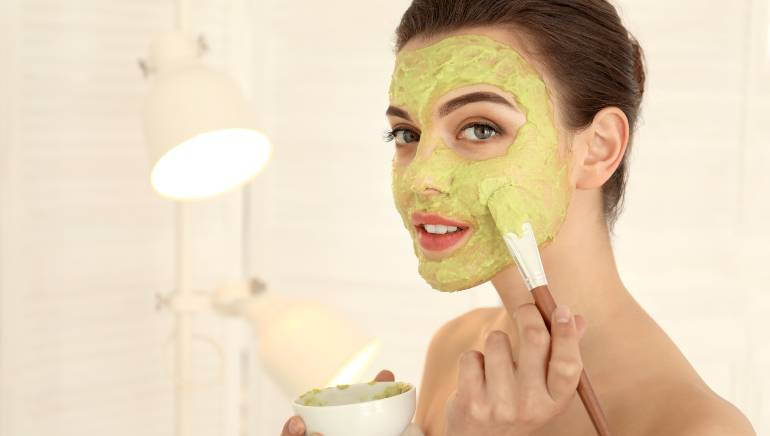 Try these 6 home remedies to get rid of those pesky acne scars naturally