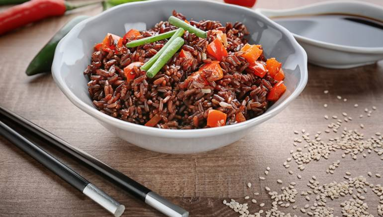 The good, bad, and ugly side of red rice, the new obsession for healthy eaters