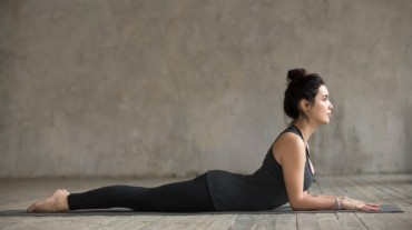 You need to try these 5 effective yoga poses at home if you have PCOS