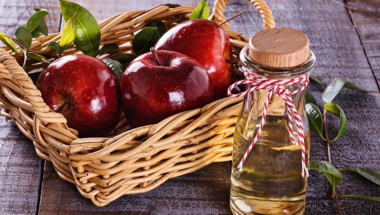 It's time to get shiny, luscious hair at home with apple cider vinegar