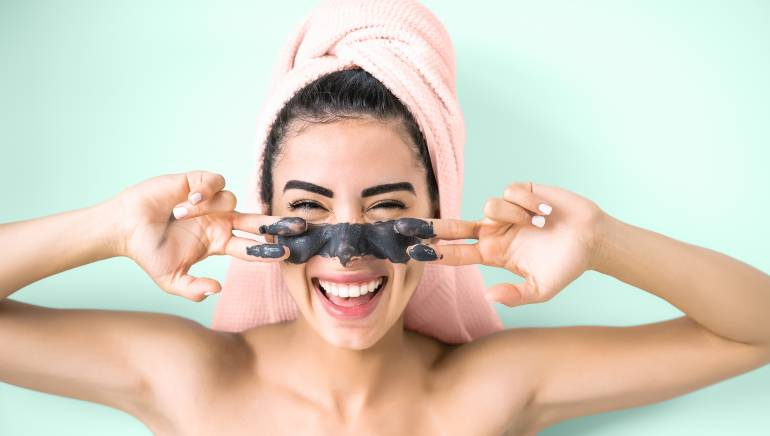 3 reasons why charcoal is a godsend for all you oily-skinned peeps out there