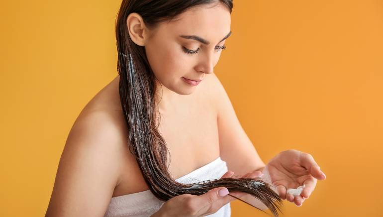 Add these 3 powerful ingredients to your coconut oil and get long hair in return