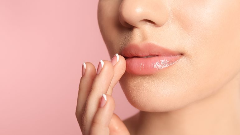 Suffer from dry and chapped lips? Here are 5 ways to prevent this problem